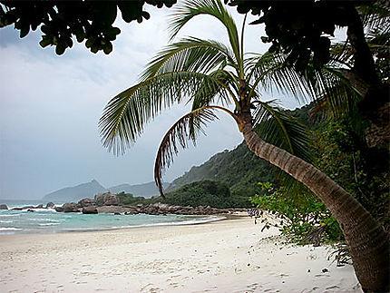 Une extrémité de la plage de Lopes Mendes