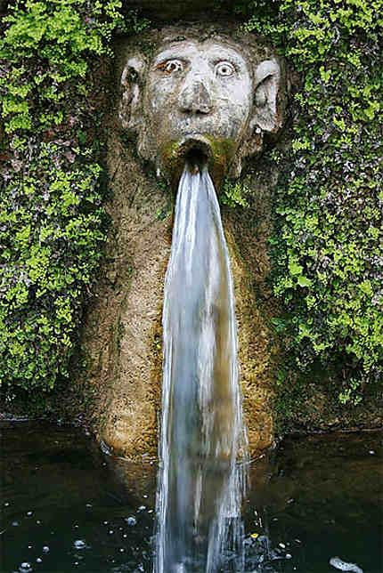 Personnage de l'allée aux cent fontaines