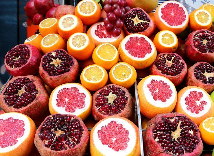 Grenades, oranges et pamplemousses à Istanbul