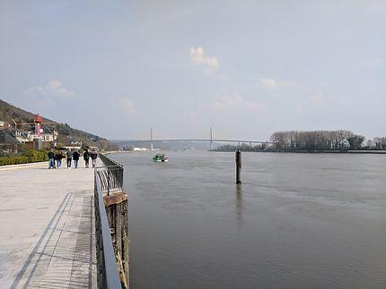Quais de Seine et pont de Brotonne