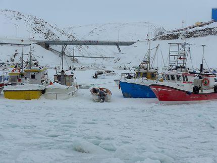 Le port d'Ilulissat pris dans les glaces