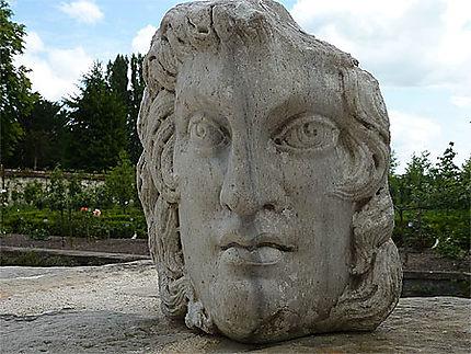Sculpture dans jardin Jean Cocteau