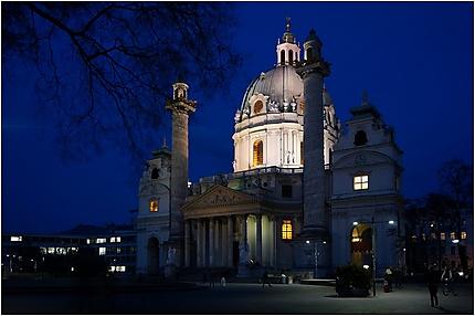 Karlskirche de nuit