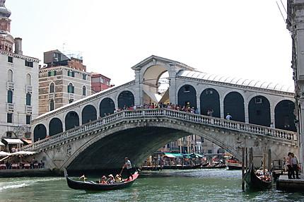 Pont Rialto et gondole