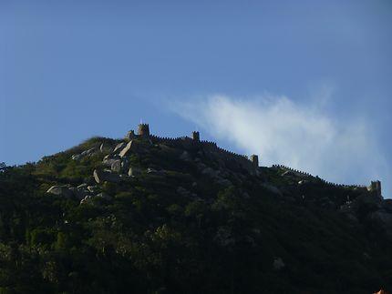 Sur sa coline, Sintra, Castelo dos Mouros