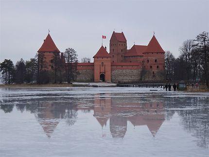 Château de Trakaï sur miroir de glace