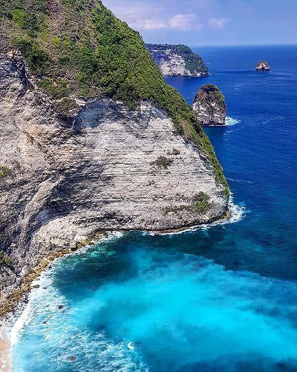 Le grand saut, île de Nusa Penida, Bali