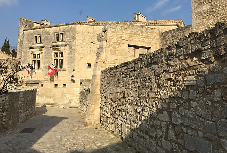 Le village et le château des Baux-de-Provence