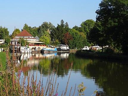L'automne sur le Canal du Centre