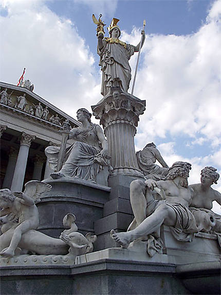 Statue devant le Parlement