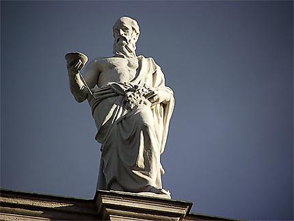 Statue sur le Parlement