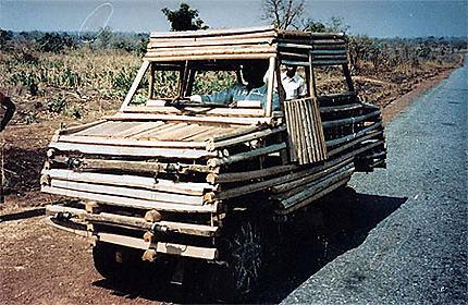 Véhicule de bois et bambou