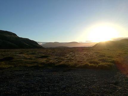 Soleil de minuit dans le sud de l'Islande