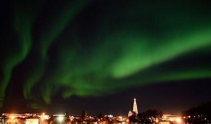 Aurores boréales au dessus de Reykjavik