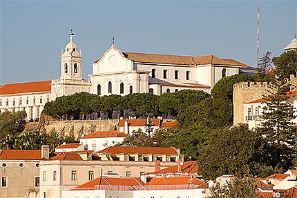 Lisbonne - Vue sur l'Eglise da Graça et le belvédère