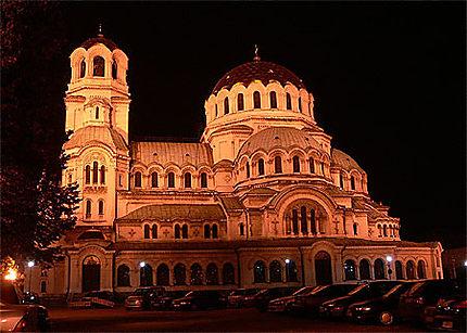 La cathédrale Alexander Nevski éclairée