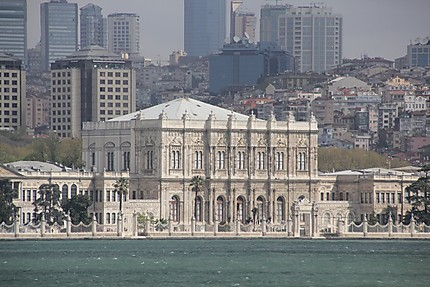 Dolmabahce et le Bosphore