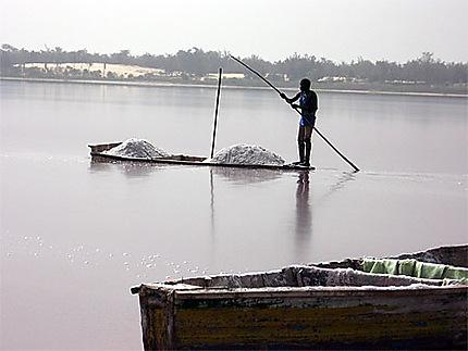 Scène de vie sur le Lac Rose