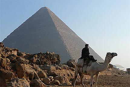 Pyramide de Khéops et son Gardien
