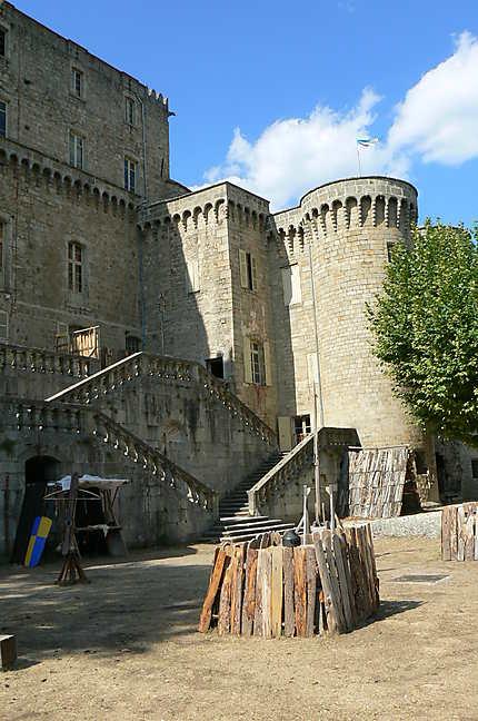 Campement médiéval au château de Largentière