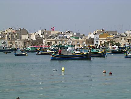 Luzzi dans un village de pêcheurs