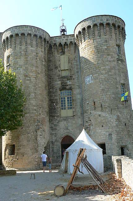 Largentière, la cour du château