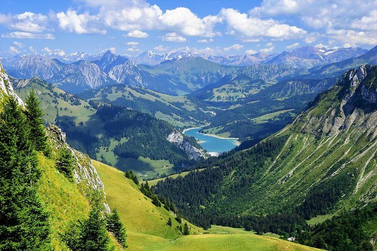 Vue sur les Alpes depuis les Rochers-de-Naye, Suisse