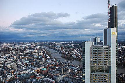 Vue sur la ville depuis la Main Tower (200m)