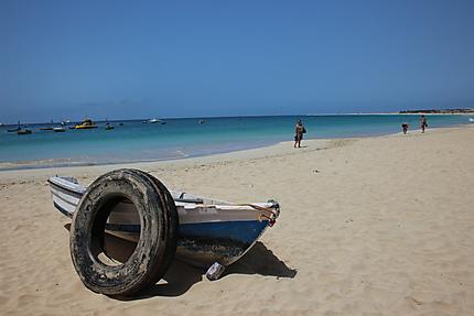 Barque, sur la plage