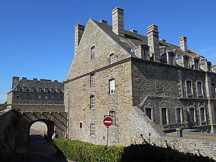 Porte Saint-Jean et caserne Bazeilles