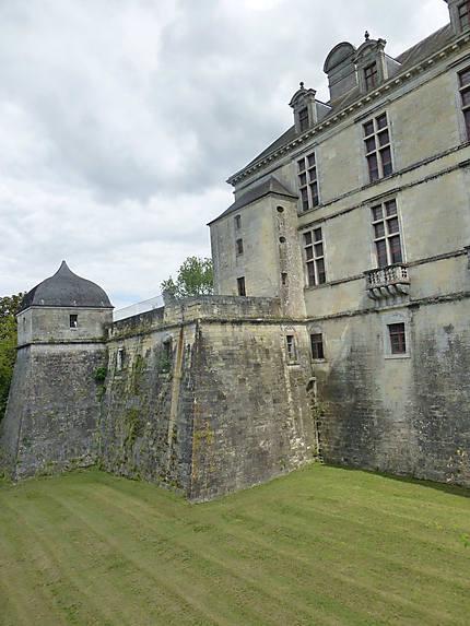 Hauts murs du Château de Cadillac