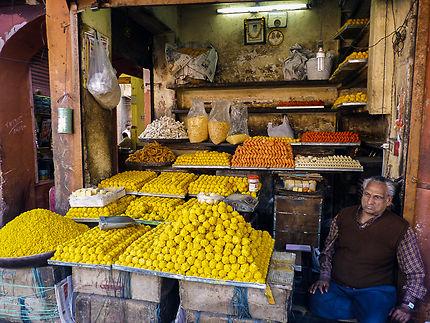 Souk de Jaipur, vendeur de gâteaux et sucreries