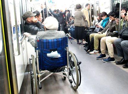 Les handicapés et transports en communs, Japon