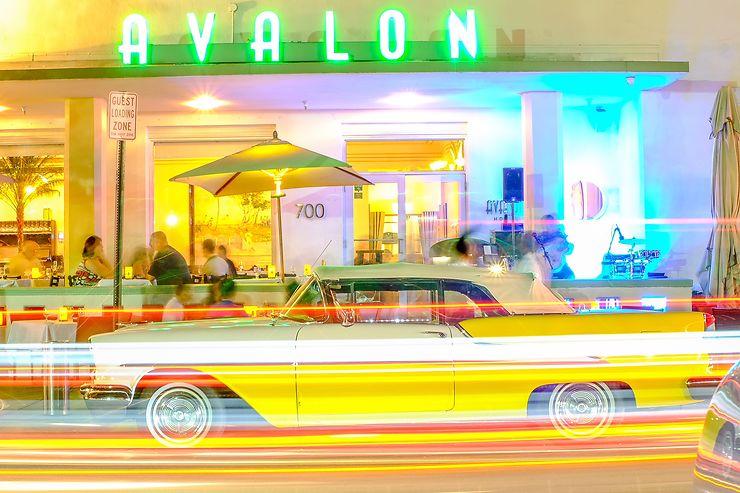 Miami Art deco by night, Floride, par Mille Paillette