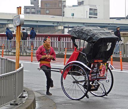 Tokyo - Tireur de pousse-pousse au rapport
