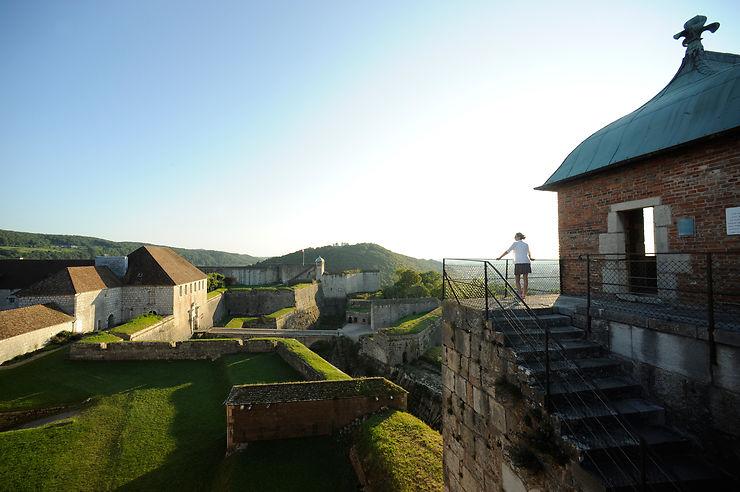 Un cadre exceptionnel : les sept collines et la Boucle, dominée par la Citadelle