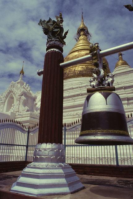 A la pagode Kuthodaw de Mandalay