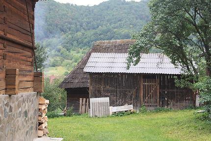Feu de cheminée et volutes de fumée, Roumanie