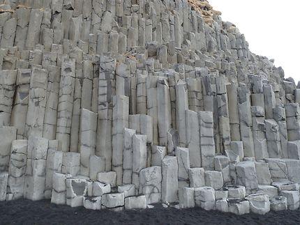 Colonnes de basalte de la montagne Reyvisfjall