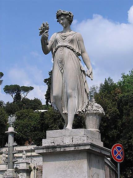 Statue à la Piazza del poppolo