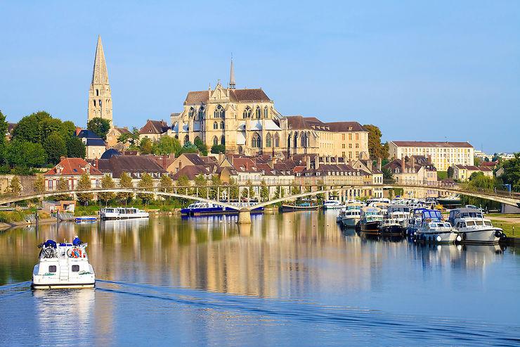 Le Canal du Nivernais, 175 km à travers la Bourgogne