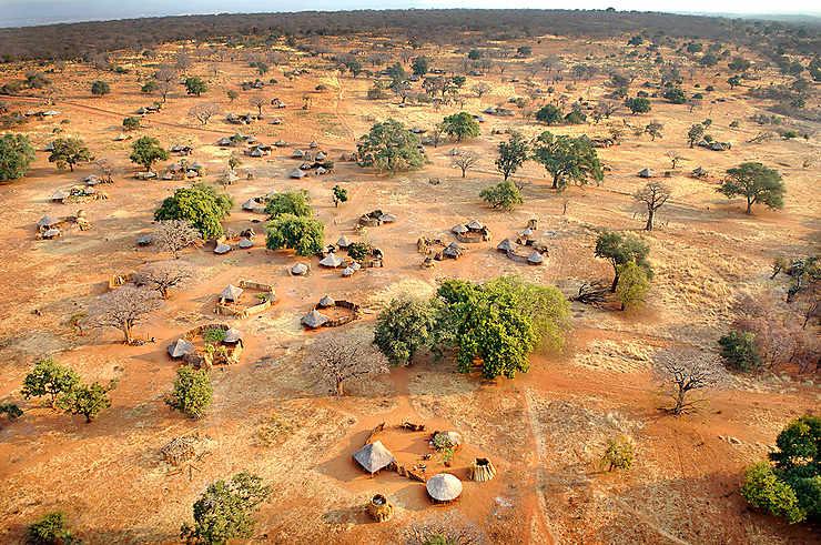 Village dans le bush, Tanzanie
