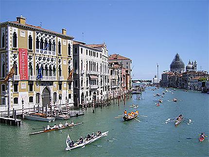 Compétition sur le grand canal de Venise