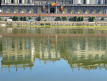 Reflets  des Uffizi dans l'Arno