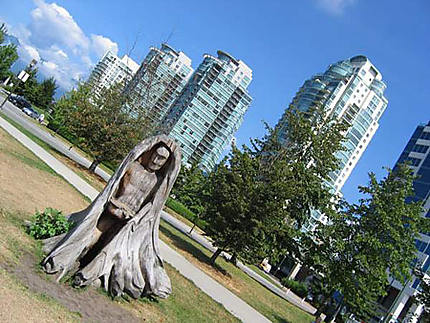 Sculpture faite à partir d'un arbre