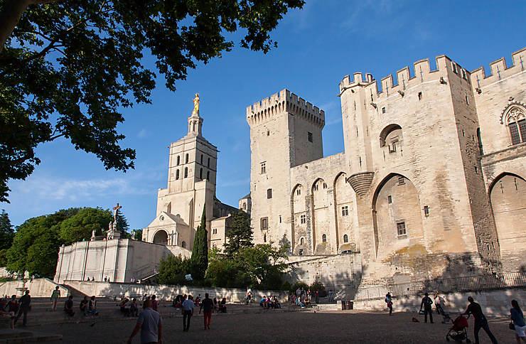 Avignon - Palais des Papes : l'HistoPad, une tablette numérique pour remonter le temps...