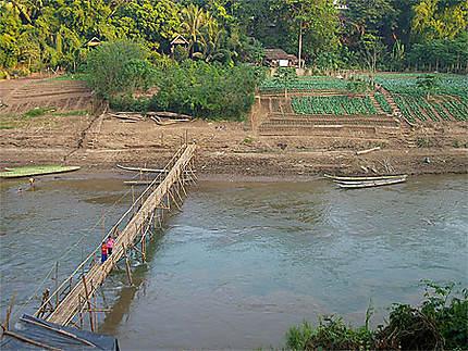 Pont sur la Nam Kane à  Luang Prabang