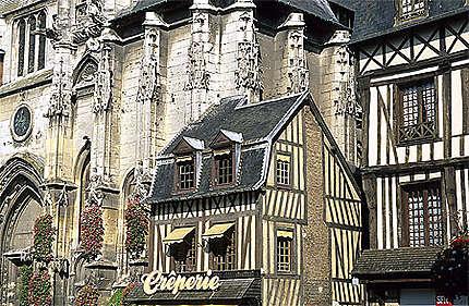 Eglise St-Ouen et maison à colombages, Pont-Audemer