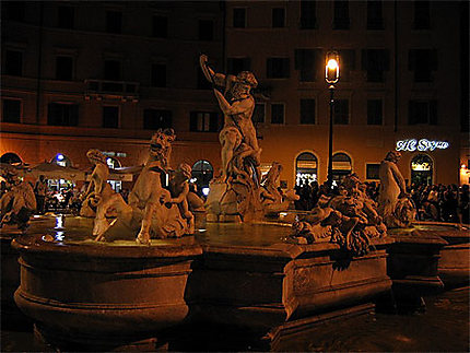 Fontaine de Neptune de nuit