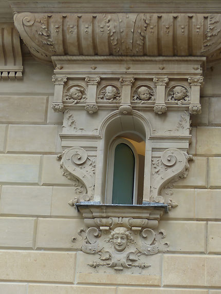 Fenêtre remarquée d'un hôtel particulier